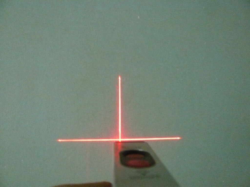 Laser Wasserwaage auf Kreuz eingestellt