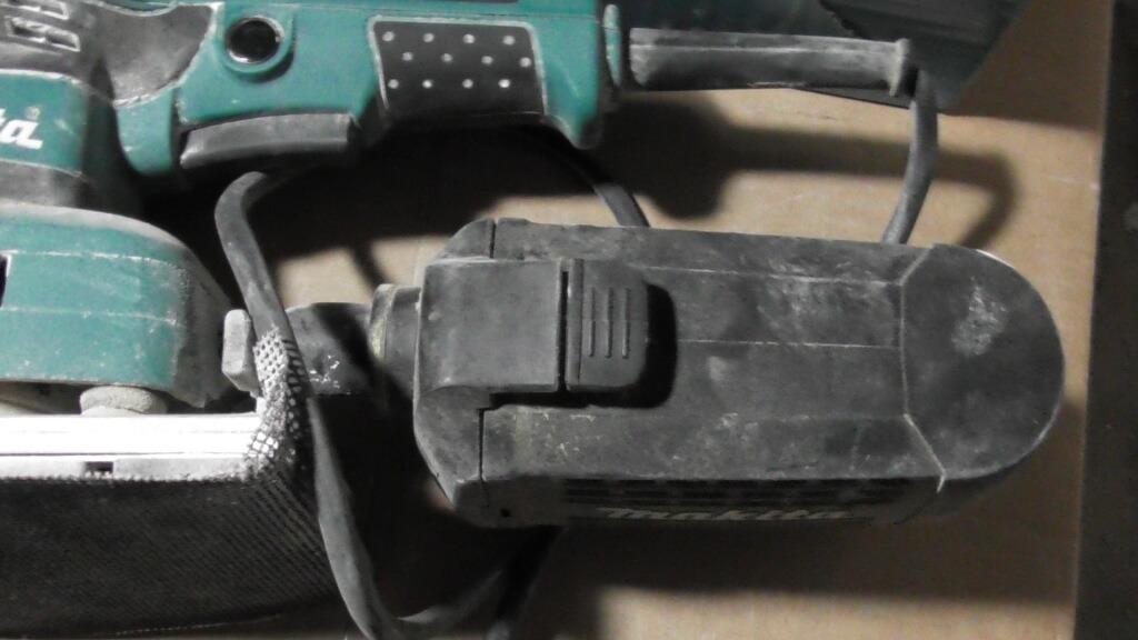 Anbau des Staub Behälter an den Schleifer